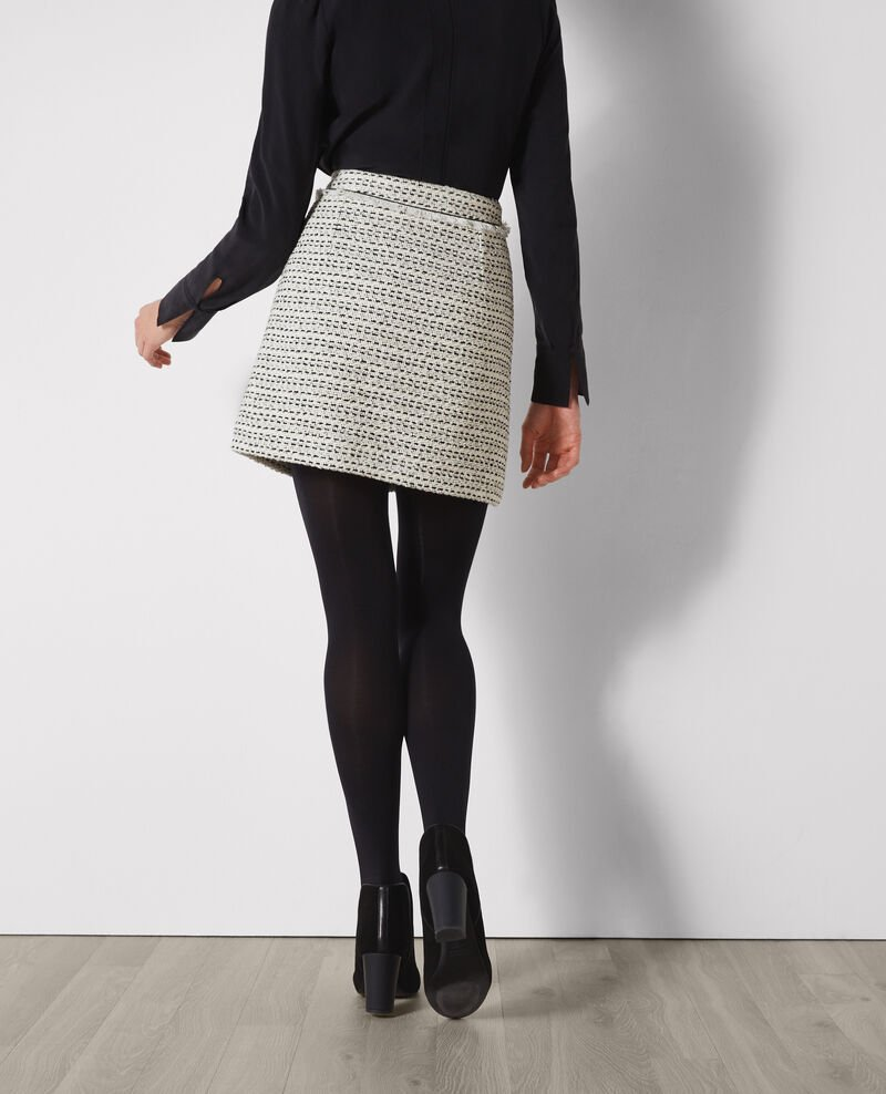 Falda corta de tweed Off white/black Carlage