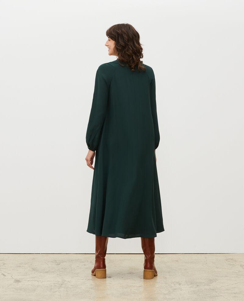 Vestido largo de seda con cinturón y cuello de pico Scarab Marieux