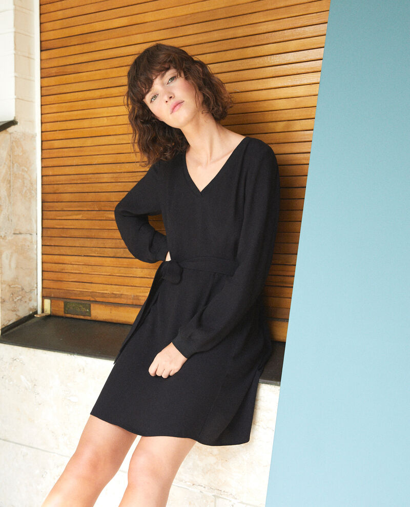 Vestido con escote de pico Negro Genevieve