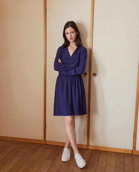 Vestido con escote de pico Azul