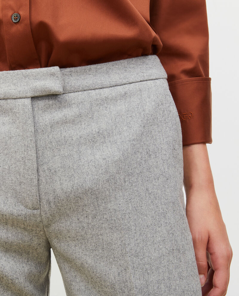 Pantalones MARGUERITE, 7/8 tapered de lana  Light grey melange Mokyo