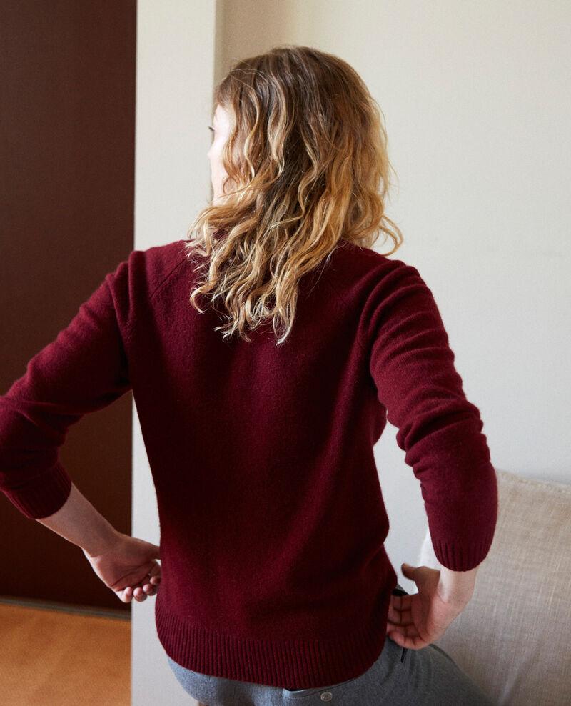 Jersey cuello de pico con ancho canalé de 100% cachemir Cabernet Jaye
