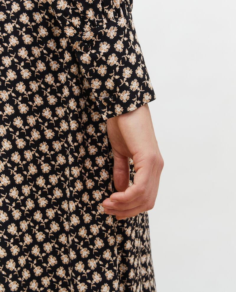 Vestido cruzado evasé con estampado floral Print fleurettes black latte Maymeca