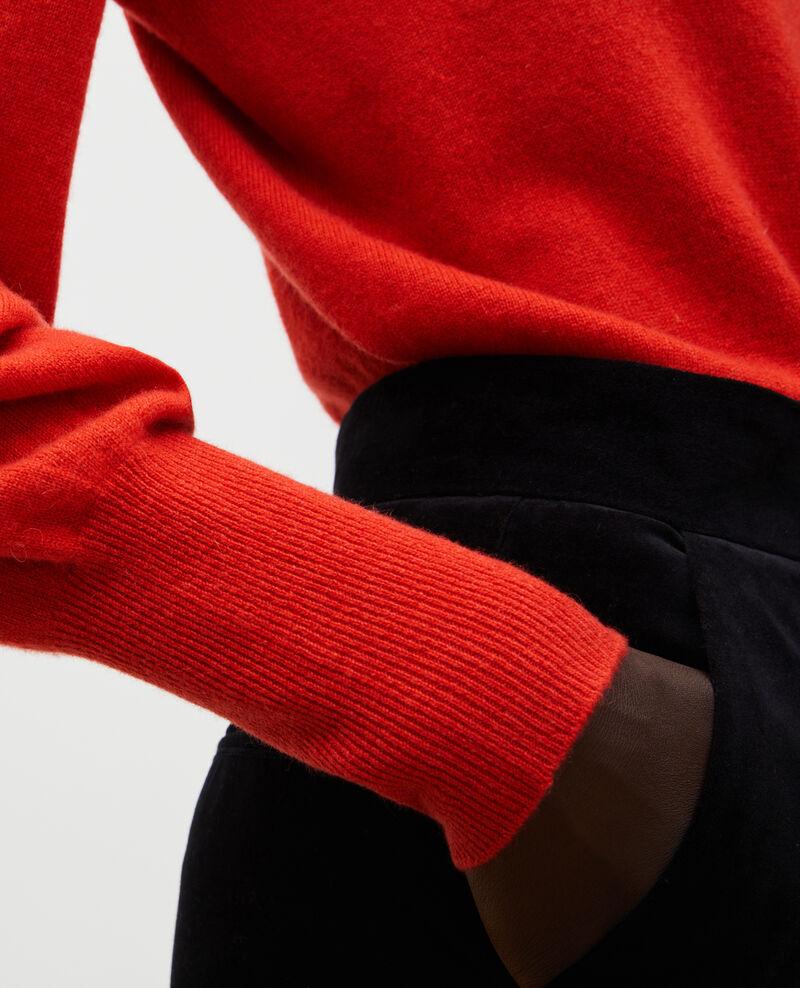 Jersey fino de cachemir 3D con cuello de pico Valiant poppy Manona