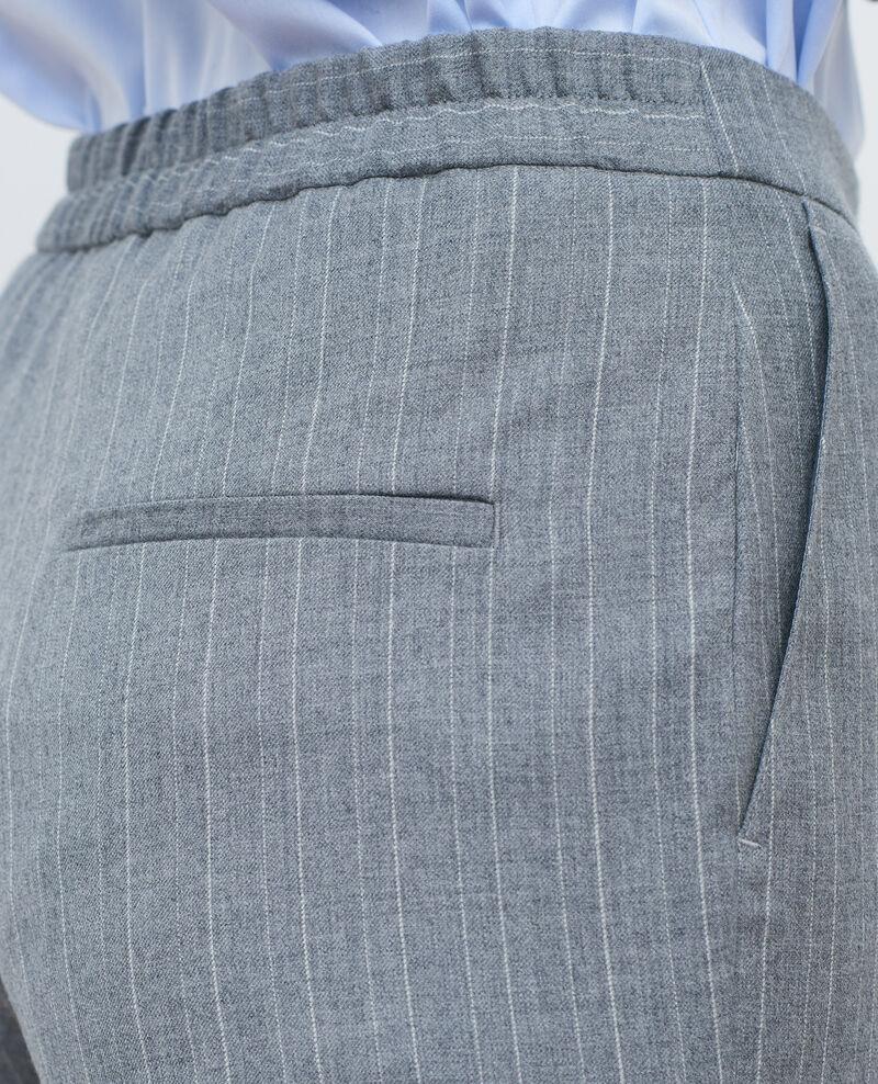 Pantalón MARGUERITE, 7/8 ajustado Light grey stripe Peasy