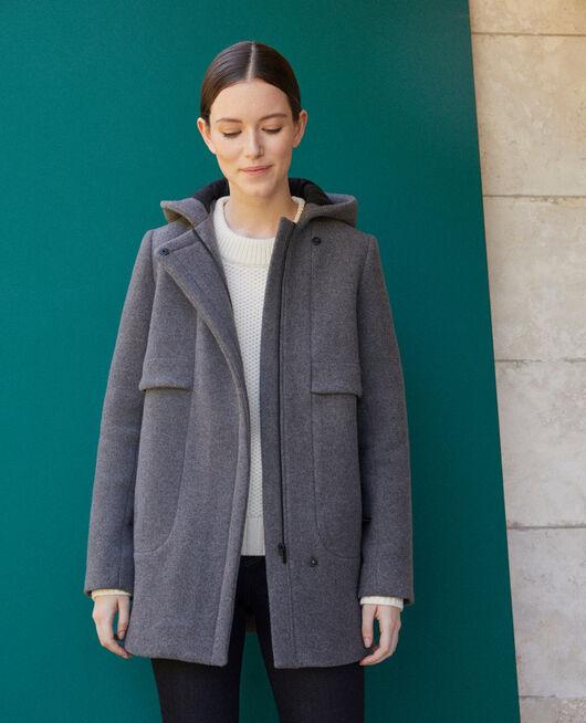 Abrigo con capucha  Gris