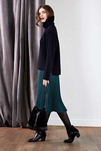 Look - Falda, Jersey de lana, Bolso de cuero, Botines de cuero