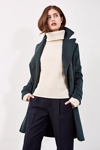 Look - Abrigo chaquetón, Pantalón, Jersey de lana, Sneakers de cuero