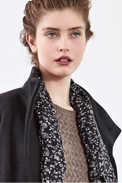 Look - Abrigo de lana, Pañuelo estampado de lana